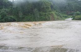 Nguy hiểm rình rập từ đập tràn mùa mưa lũ