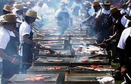 Kỷ lục nướng thịt với 394 người cùng tham gia