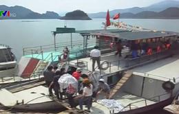 Nhiều tàu du lịch trên hồ Hòa Bình chưa đăng kiểm