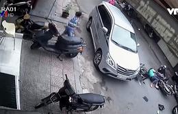 Mở cửa xe ô tô thế nào cho an toàn?