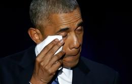VIDEO: Tổng thống Obama rơi nước mắt cám ơn vợ trong bài phát biểu cuối cùng