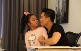 Việt Anh làm ông bố bỉm sữa trong phim mới