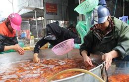 Sôi động chợ Tết phục vụ lễ cúng ông Công ông Táo