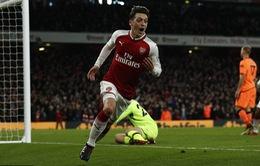 Ozil sắp ký hợp đồng mới với Arsenal vì... Aubameyang