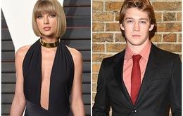 Taylor Swift bí mật hẹn hò với tài tử người Anh?