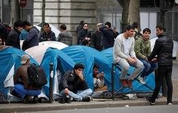 Pháp đưa 2.500 người nhập cư ở Paris tới nơi ở tạm khác