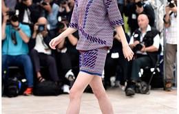 Ái nữ của Johnny Depp thắp sáng Đại lộ Champs-Élysées đón chào Giáng sinh