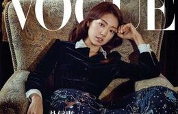Khó rời mắt khỏi vẻ đẹp cổ điển, kiêu sa của Park Shin Hye