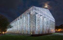 """""""Bản sao"""" đền Parthenon độc đáo làm từ 100.000 cuốn sách"""