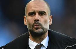 """Pep Guardiola lại báo """"tin buồn"""" cho Man City"""