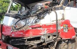 Quảng Nam: Tai nạn liên hoàn, tài xế mắc kẹt trong cabin
