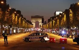 Pháp truy lùng nghi can thứ 2 trong vụ nổ súng tại Paris
