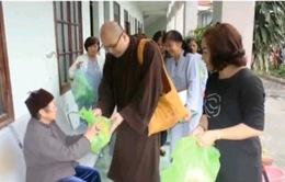 Đoàn Phật tử kiều bào Anh làm từ thiện tại Hải Phòng