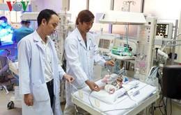 Phẫu thuật tim thành công cho em bé sinh non 31 tuần chỉ nặng 900gr
