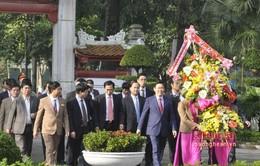 Phó Thủ tướng Vương Đình Huệ dâng hoa, dâng hương tại Khu di tích Kim Liên