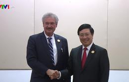 Phó Thủ tướng Phạm Bình Minh tiếp xúc song phương tại ASEM 13