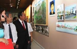 Phó Thủ tướng Trương Hòa Bình dâng hương tại khu lưu niệm luật sư Nguyễn Hữu Thọ