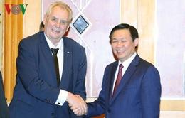 Phó Thủ tướng Vương Đình Huệ hội kiến Tổng thống Czech Milos Zeman