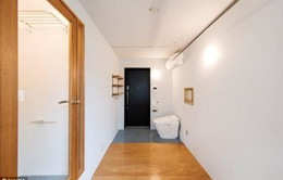 Độc đáo căn hộ có bồn cầu ngay cạnh cửa ra vào