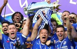 Khoảnh khắc các cầu thủ Chelsea nâng cúp vô địch Ngoại hạng Anh
