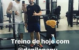 Diego Costa lao vào tập gym ở Brazil, phớt lờ đe dọa trừ lương