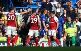 David Luiz vào bóng rợn người, Conte vẫn… kêu oan