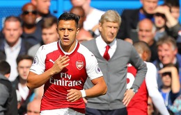 "Vì sao Alexis Sanchez bị ""giam cầm"" trên ghế dự bị của Arsenal?"