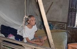 Bi đát vợ chồng ông bà lão gần 90 tuổi phải chăm 2 người con mắc tâm thần phân liệt