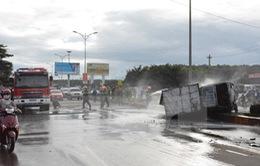 Đắk Lắk: Ba ôtô va chạm trên Quốc lộ 14, một xe bị lửa thiêu rụi