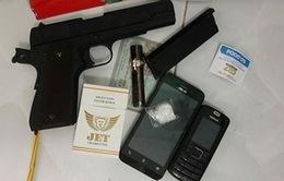 Tiền Giang: Bắt đối tượng sử dụng ma túy có vũ khí tại một nhà nghỉ