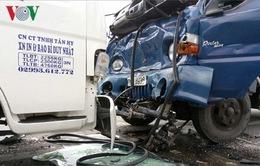 Xe tải gây tai nạn liên hoàn, tài xế bị gãy chân