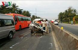 Tông trực diện đuôi xe đầu kéo, tài xế xe tải tử vong