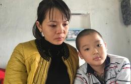 Vợ chồng thầy giáo lao đao vì 2 con mắc bạo bệnh