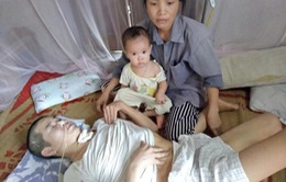 Xót xa người mẹ có con gái chết vì tai nạn xe máy, chồng lại nguy kịch vì tai nạn tàu hỏa