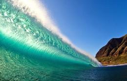 Kinh ngạc trước những con sóng cao không tưởng nhưng đẹp miễn chê