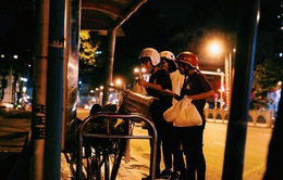 Người vô gia cư ở Sài Gòn bất ngờ được tặng quà giữa đêm Noel