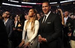 """Những ngôi sao thể thao bị vợ đẹp """"át vía"""""""