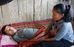 Người mẹ nghẹn ngào trước cảnh con mắc bệnh tim, chồng ung thư chờ chết