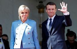 Phu nhân tân Tổng thống Pháp diện đồ đi mượn trong ngày chồng nhậm chức