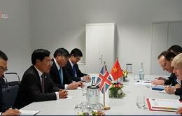 Phó Thủ tướng Phạm Bình Minh gặp Ngoại trưởng Anh