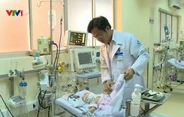 Cứu sống bé sơ sinh mang khối u hiếm gặp
