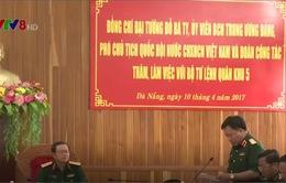 Phó Chủ tịch Quốc hội Đỗ Bá Tỵ làm việc với Quân khu 5
