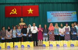 Phó Thủ tướng Trương Hòa Bình tặng quà Tết đồng bào Chăm tại TP.HCM