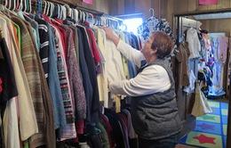Phụ nữ nghèo Mỹ có thể mua đồ với giá... 10 USD