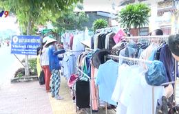 Hàng nghìn bộ quần áo miễn phí cho người nghèo ở Đồng Tháp