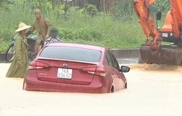Mưa lớn tại Hạ Long, 1 học sinh rơi xuống cống bị cuốn trôi