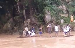 Thanh Hóa: Không có cầu, hàng nghìn hộ dân liều mình qua sông
