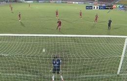 VIDEO: Phản đối trọng tài, cầu thủ CLB Long An bỏ bóng để mặc đối thủ ghi bàn