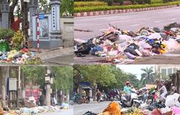 Rác thải ngập đường thị xã Sơn Tây: Do người dân chặn xe rác vào bãi