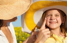 Cảnh báo tác hại từ việc tắm nắng đối với trẻ em
